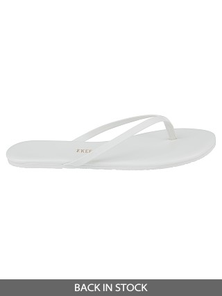 Model in solid white Tkees Solid Pigments Sandals No. 01