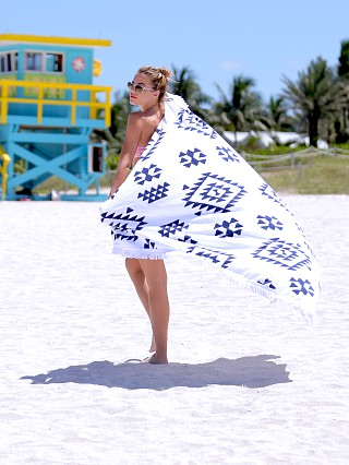 Soleil K'in Square Beach Towel White/Navy