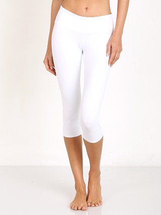 Complete the look: alo Airbrush Capri White