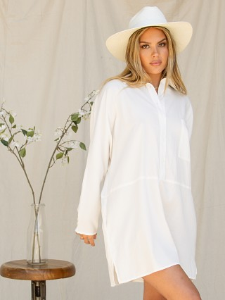 Model in white Stillwater The Shirting Mini