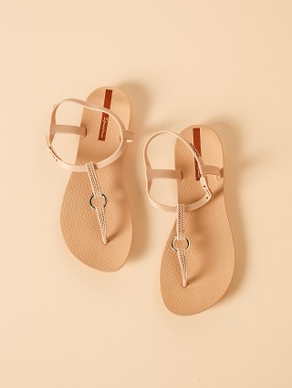 Model in beige Ipanema Link Sandal