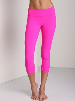 Beyond Yoga Back Gathered Capri Legging Atomic Pink