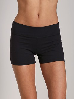Beyond Yoga Essential Short Black