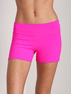 Beyond Yoga Essential Short Atomic Pink