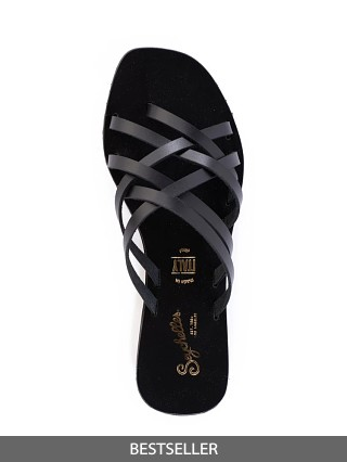 Model in black Seychelles Nice Try Strappy Sandal