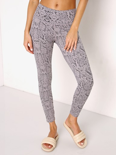 Model in silversnake Varley Century Legging