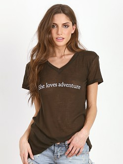 WILDFOX She Loves Adventure Easy V-Neck Dirty Black