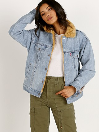 Model in tan sherpa Levi's Oversized Reversible Faux Fur Trucker