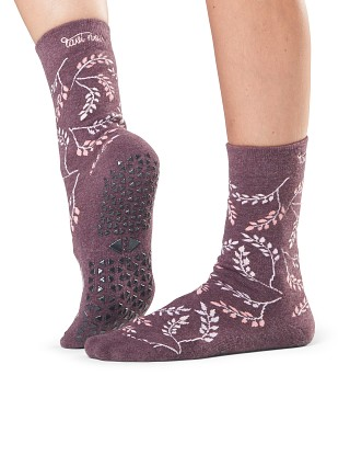 Model in mystic ToeSox Tavi Noir Jess Barre Socks
