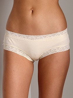 Undrest Signature Lace Girl Short Natural