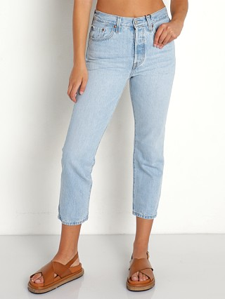 Model in luxor ra Levi's 501 Crop Jeans