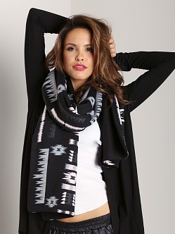 Plush Fleece-Lined Aztec Scarf Black