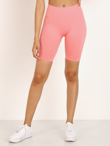 Model in pink polly Set Active Biker Short