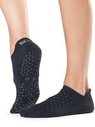 Model in dare ToeSox Tavi Noir Savvy Barre Socks