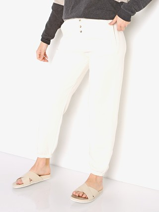 Model in cream DONNI. Vintage Fleece Jogger