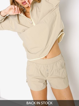 Model in stone DONNI. Nylon Short