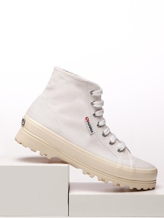 Model in white shiny Superga 2341 Alpina Shiny Gum Sneaker