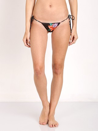 Model in tropical lilly Indah Peach Jlo Bottom