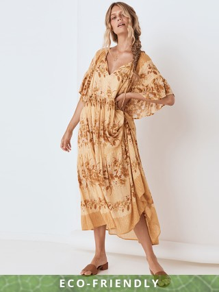 Model in caramel Spell Coco Lei Mumu